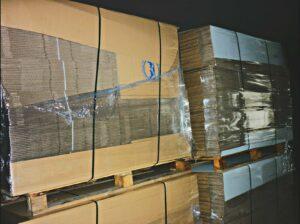 cajas banco Alimentos apiladas en nave GRS2015